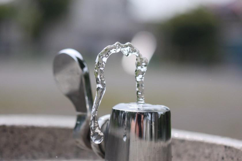 水飲み場の蛇口