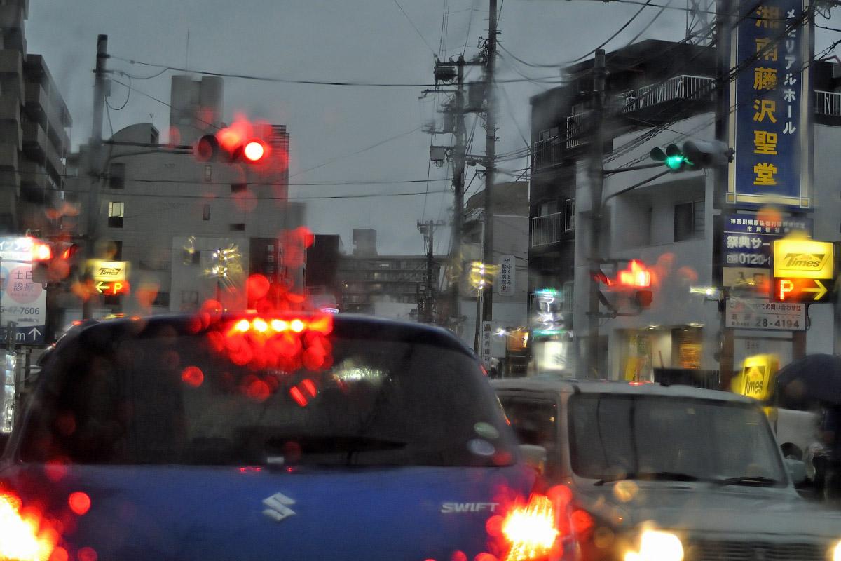 NFD28f2.8雨の街中