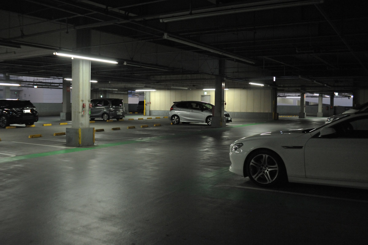 zoom nikkor35-70mm作例駐車場